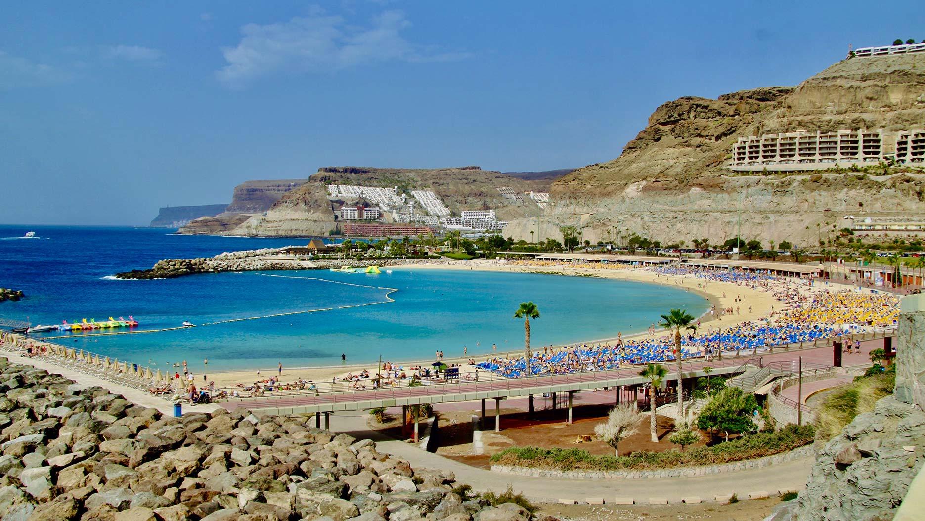 plage et eau turquoise aux canaries