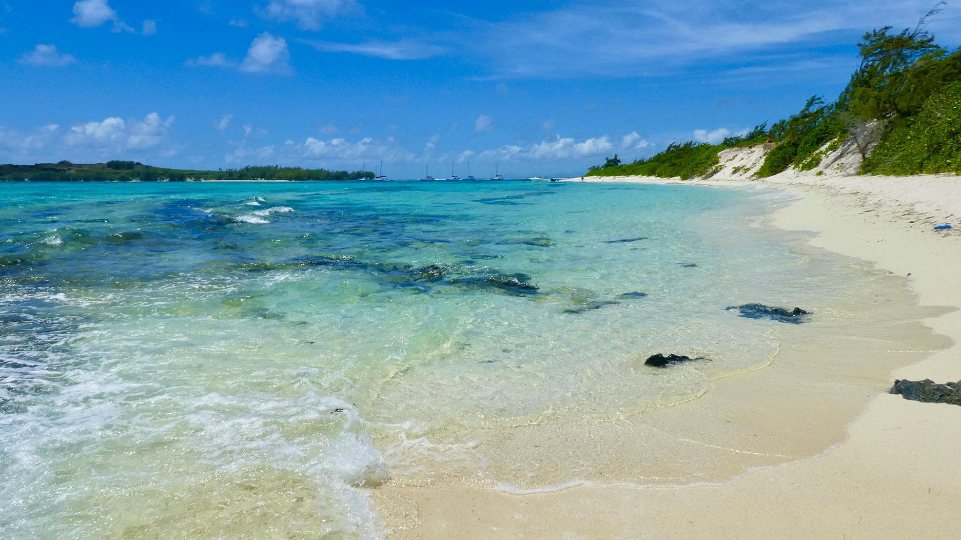 plage et eau turquoise ile maurice