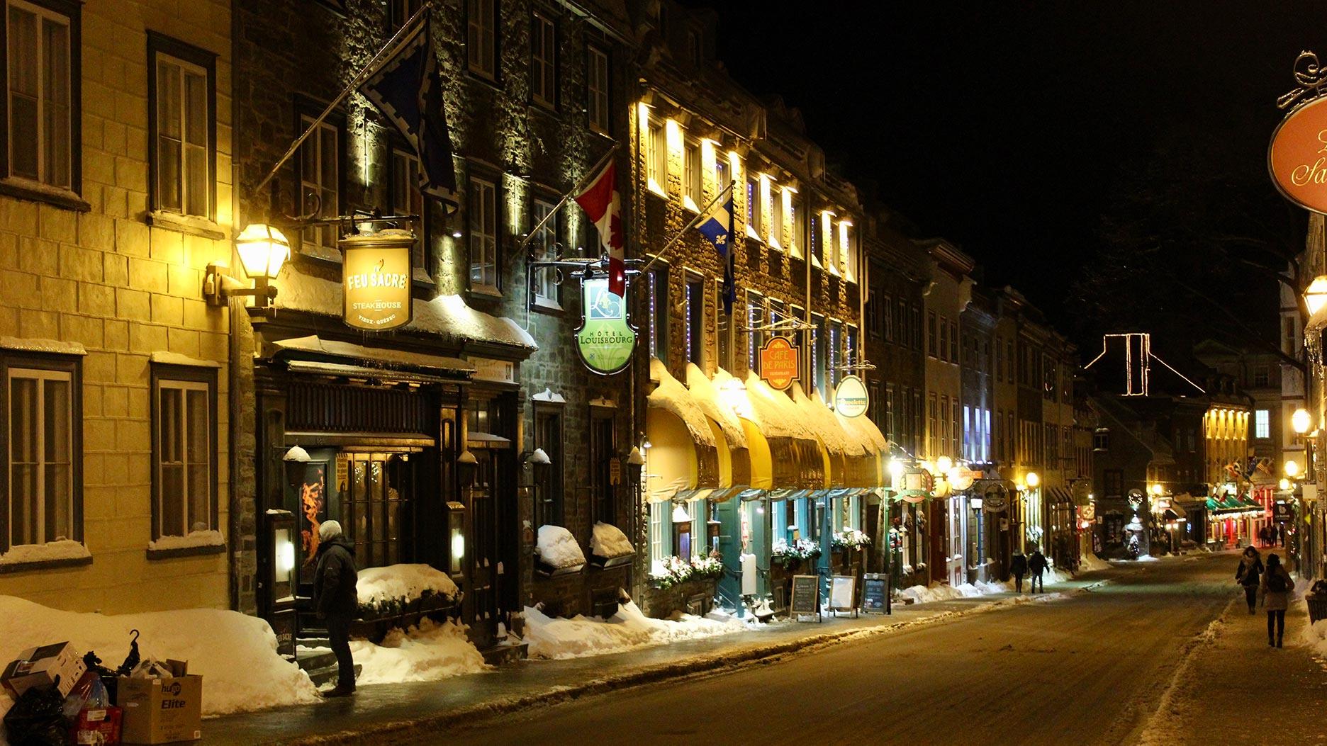 rue au vieux quebec de nuit
